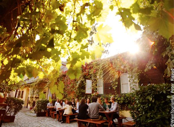 Wien und Wein Heuriger Ausflüge Umgebung Wiens ©WienTourismus Rigaud Peter