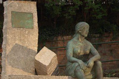 Führung Frauengeschichte: Trümmerfrauen-Denkmal