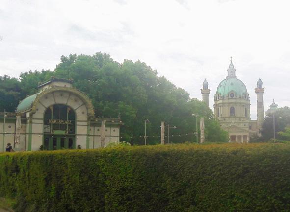 Wieden mit Karlskirche und Pavillon vonOtto Wagner