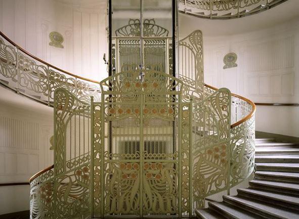 Stiegenhaus als Teil von Otto Wagners Gesamtkunstwerk